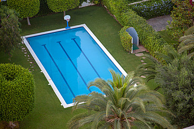 Pool in Garden - p1248m1590742 by miguel sobreira