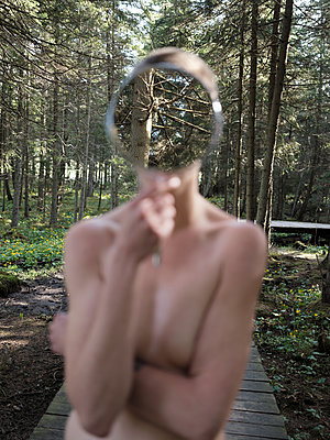Naked woman in the forest with a mirror in front of the face - p1383m1564367 by Wolfgang Steiner