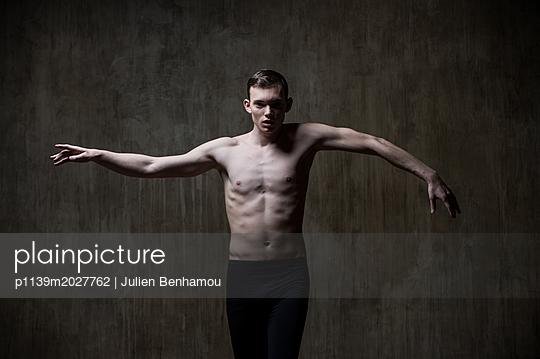 Tanztheater - p1139m2027762 von Julien Benhamou