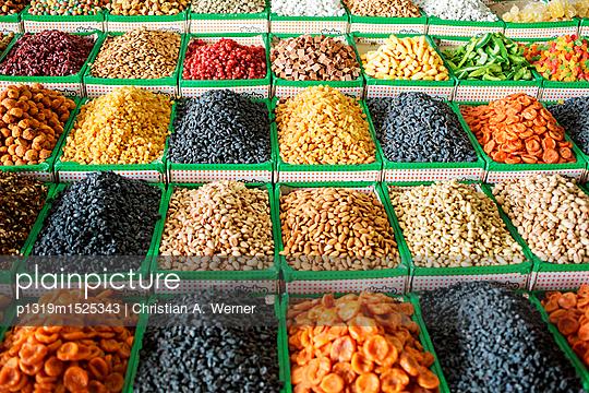 Trockenfrüchte auf dem Markt - p1319m1525343 von Christian A. Werner