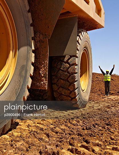 Minenarbeiter in Afrika - p3900496 von Frank Herfort