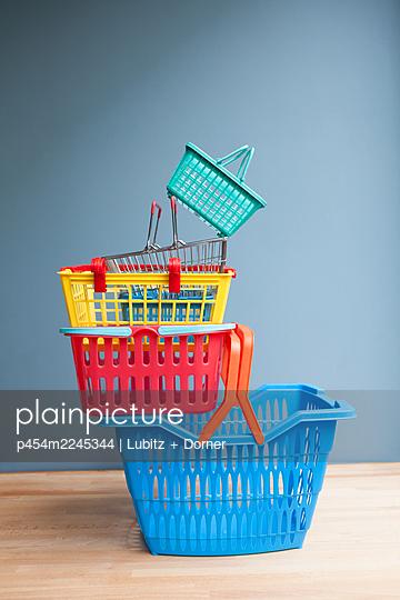 Well-balanced Shopping  - p454m2245344 by Lubitz + Dorner