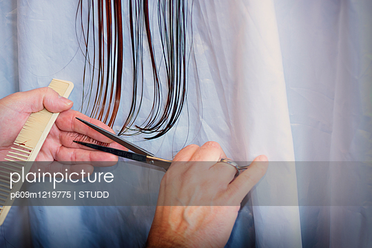 Hairdresser cutting long straight hair scissors - p609m1219775 by STUDD