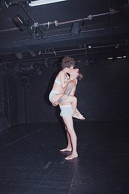 Kuss auf Bühne - p1429m1503563 von Eva-Marlene Etzel