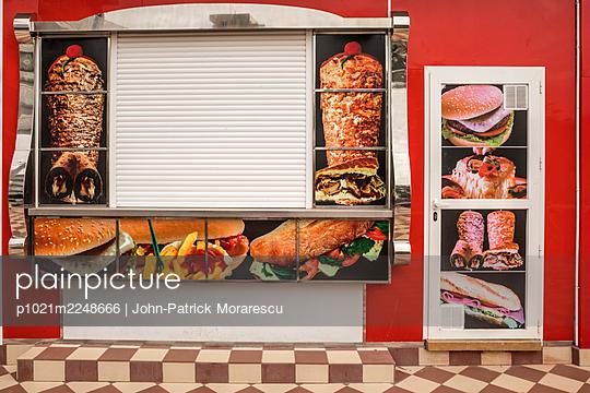 Take-away - p1021m2248666 by John-Patrick Morarescu