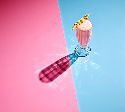High angle view of milkshake on colored background - p300m2143978 by Kai Schwabe