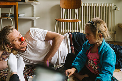 Father and daughter sitting on floor together - p312m2217236 by Stina Gränfors