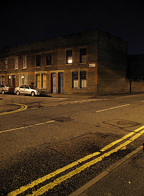 Eastend Terraced houses at night  - p1072m829283 by Neville Mountford-Hoare