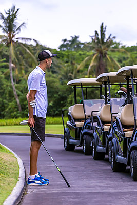 Golf player looking at carts - p1108m1440669 by trubavin