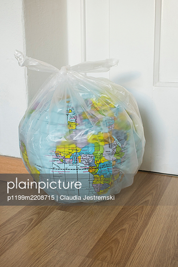 Globe in plastic bag - p1199m2208715 by Claudia Jestremski