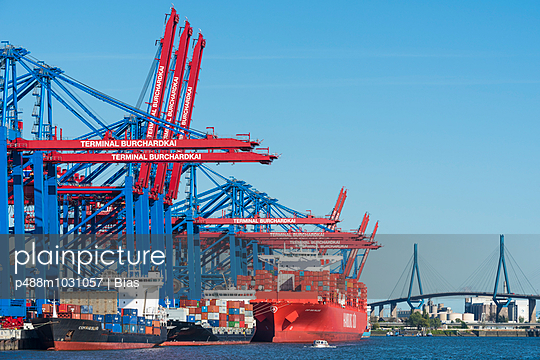Harbour of Hamburg - p488m1031057 by Bias