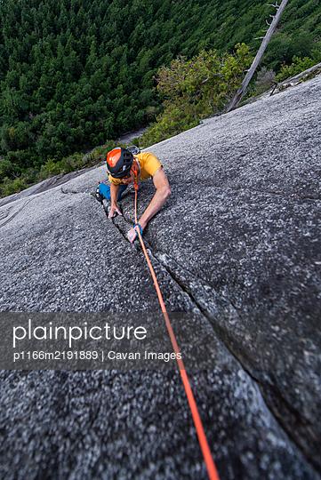 Man rock climbing cracks in granite very exposed in Squamish Chief - p1166m2191889 by Cavan Images