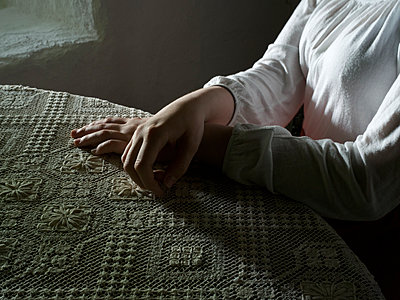 Woman's hands on tablecloth - p945m1486839 by aurelia frey