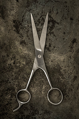 Old fashioned scissors - p1228m1123011 by Benjamin Harte