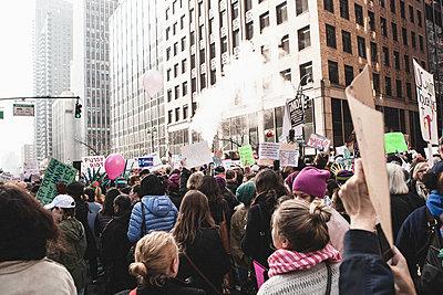 Demonstration New York - p1345m1225504 von Alexandra Kern