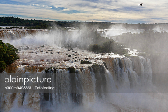 South America, Brazil, Parana, Iguazu National Park, Iguazu Falls - p300m949836f by Fotofeeling
