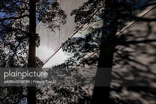 Australia, Melbourne, Lighting mood - p628m2238099 by Franco Cozzo