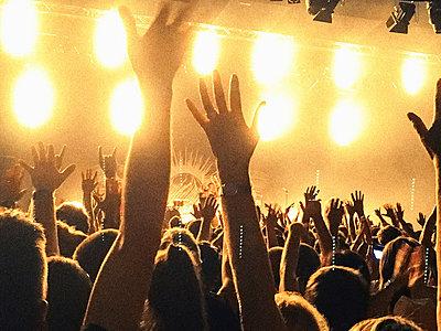 Hands up - p318m1481803 von Christoph Eberle