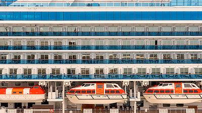 Ship Side - p1154m2022407 by Tom Hogan