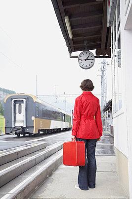 Frau reist ab - p4641119 von Elektrons 08
