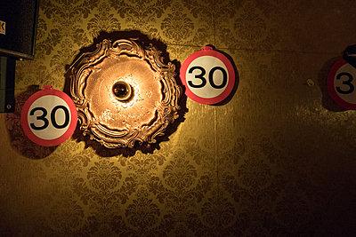 Geburtstagsdekoration - p979m1513276 von Maurice Ballein