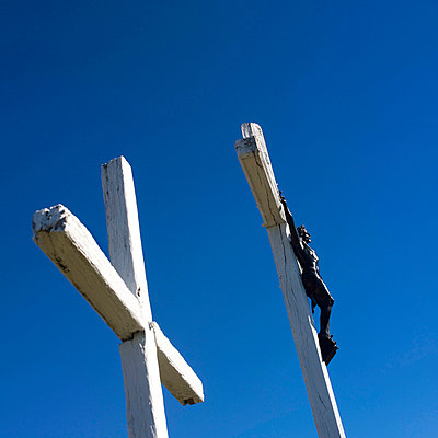 Crucifix under blue sky - p8130249 by B.Jaubert