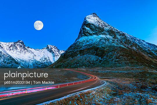 p651m2033194 von Tom Mackie