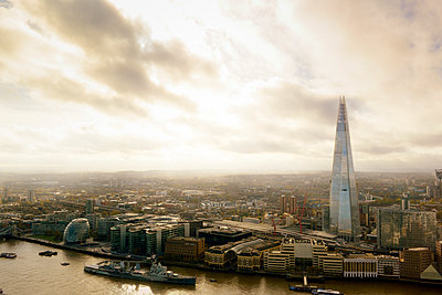 UK, London, cityscape with River Thames and The Shard - p300m1356357 by Biederbick&Rumpf