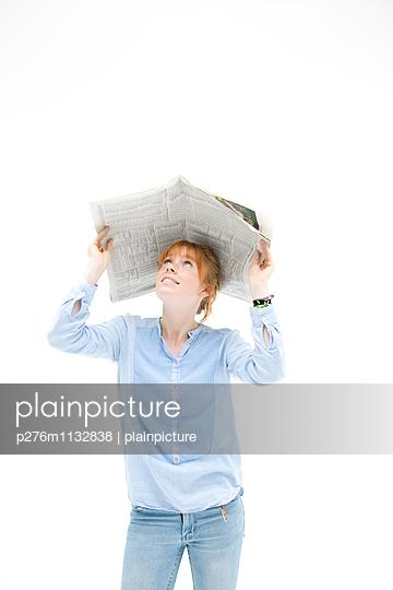 Shielding - p276m1132838 by plainpicture