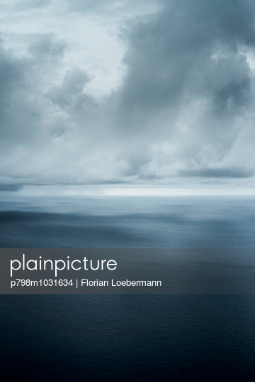 Malediven Sturm - p798m1031634 von Florian Loebermann