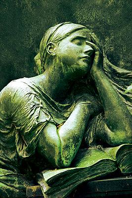 Skulptur einer Trauer - p4500058 von Hanka Steidle