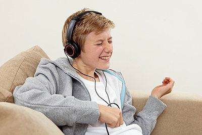 Listening to music - p7880058 by Lisa Krechting