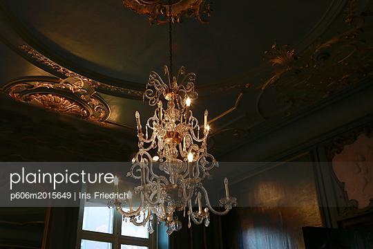 Prächtiger Kronleuchter - p606m2015649 von Iris Friedrich