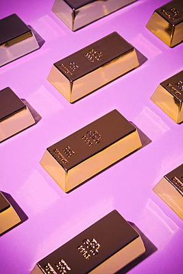 Gold bars - p1149m1589516 by Yvonne Röder