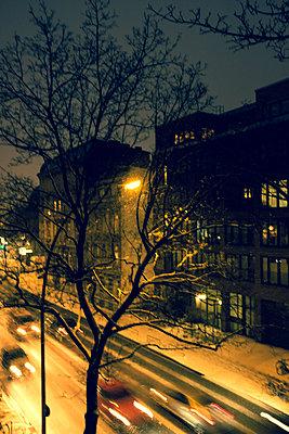 Schneeflocken in der Nacht - p432m1550393 von mia takahara