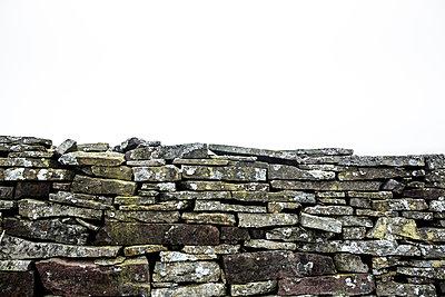 Alte Natursteinmauer in Wales - p1057m1222774 von Stephen Shepherd