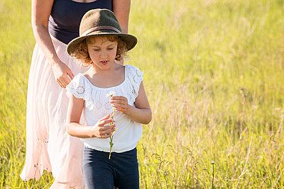 Mutter und Tochter - p796m2093146 von Andrea Gottowik