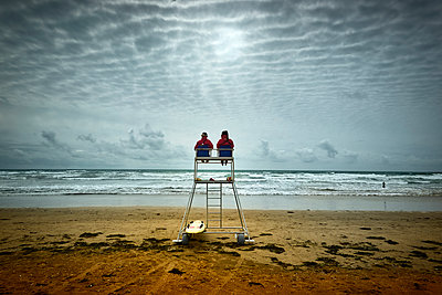 Lifeguards on bay watch tower on the beach - p851m2289531 by Lohfink
