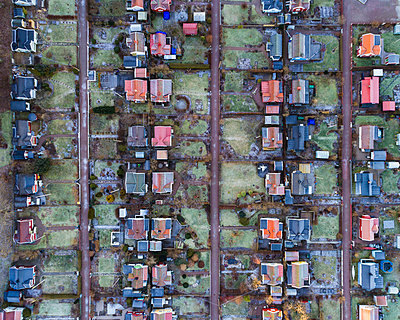 Aerial view of suburban area - p312m1522273 by Mikael Svensson