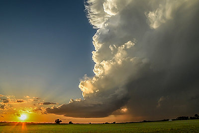 Low-precipitation supercell spiralling gracefully as the sun sets on the horizon, Chickasha, Oklahoma, USA - p429m1494492 by Jessica Moore