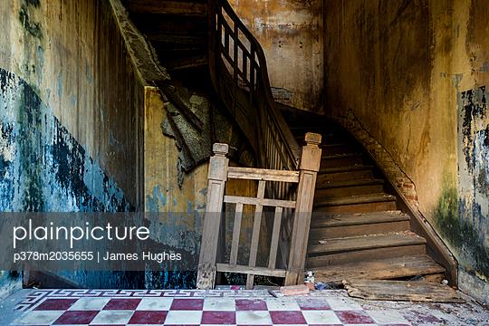 p378m2035655 von James Hughes