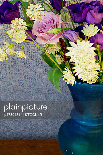 Blumenstrauß mit Rosen - p4730131f von Stock4B