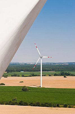 Windräder in Grevesmühlen - p1079m881326 von Ulrich Mertens