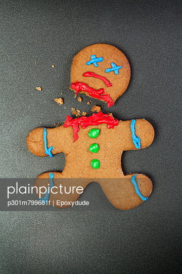 A decapitated gingerbread man  - p301m799681f by Epoxydude