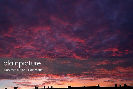 Sonnenuntergang - p427m2142188 von Ralf Mohr
