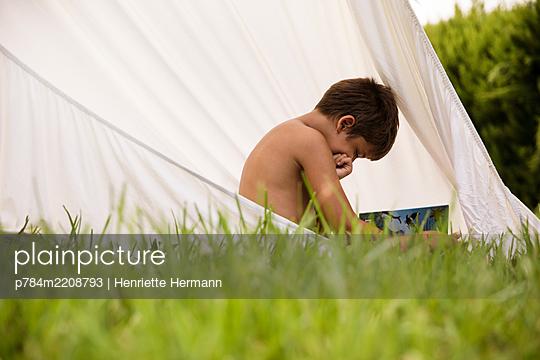 p784m2208793 by Henriette Hermann