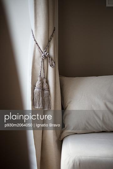 Drape with cord - p930m2064050 by Ignatio Bravo