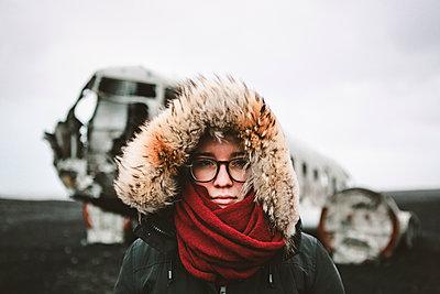 Adventurous portrait of young female infront of famous Icelandic wreck - p1166m2190801 by Cavan Images