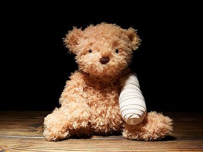 Verletzter Teddy - p5840797 von ballyscanlon