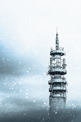 Futuristic building in snow storm - p1228m1162596 by Benjamin Harte